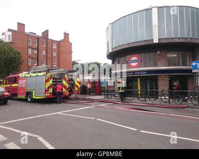 Feuer ist im Inneren des Rohres am Earls Court Station, London, UK, 09.02.2016 Kredit berichtet: Nastja M/Alamy - Stockfoto
