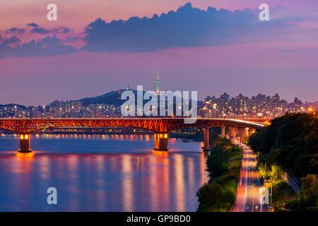 Korea, Seoul in der Nacht, Südkorea Skyline der Stadt. - Stockfoto