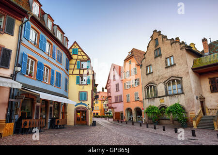 bunte h user in colmar frankreich stockfoto bild 67615847 alamy. Black Bedroom Furniture Sets. Home Design Ideas