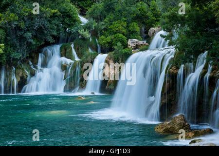 Die unterste Kaskade von Skradinski buk Wasserfall im Nationalpark Krka, Kroatien - Stockfoto