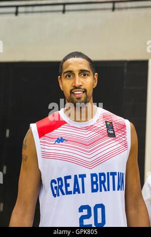 Copperbox Arena, London, UK, 3. September 2016. GB-Player Kieron Achara lächelt nach das Spiel zu gewinnen. Großbritannien - Stockfoto