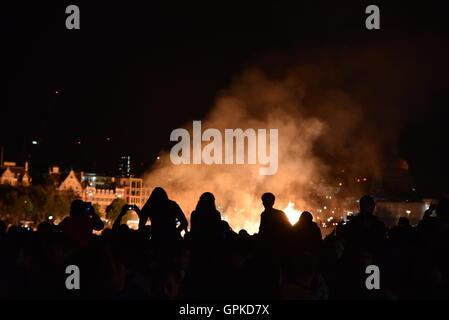 London, UK. 4. September 2016. Brand von London 350. Jahrestag.  Feuer auf der Themse Kredit: Stefano Padoan/Alamy - Stockfoto