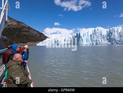 Nähert sich den Perito-Moreno-Gletscher, - Stockfoto