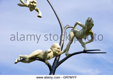 Detail Der Schelmenbaum von Peter Lenk, Set Up In Emmingen-Liptingen, Deutschland und am 14. Oktober 2012 vorgestellt.