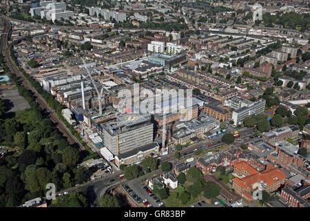 Luftaufnahme des Kings College Hospital KCH in Southwark, Süd-London, UK - Stockfoto