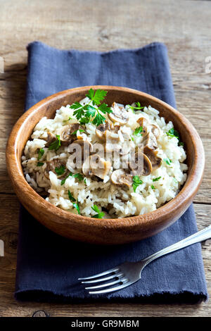 wild mushroom risotto mit kr utern und parmesan stockfoto bild 167890723 alamy. Black Bedroom Furniture Sets. Home Design Ideas