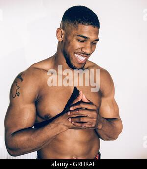 Britische Schwergewichts-Boxer, Anthony Joshua während einer Porträt-Sitzung in Finchley Boxing Club in London, - Stockfoto