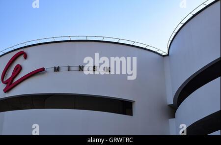 Zeichen G Minsk auf einer Wand Parken Turm in Minsk, Weißrussland - Stockfoto