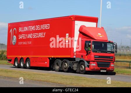 Royal Mail-LKW in der Nähe von London Heathrow Airport - Stockfoto