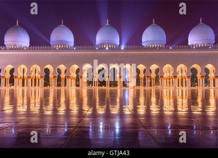 Sheikh Zayed Grand Moschee in Abudhabi senden schöne Lichtstrahlen - Stockfoto