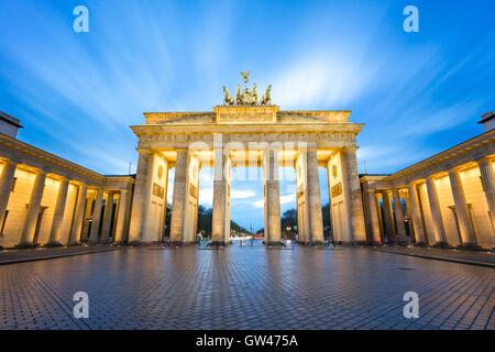 Die Langzeitbelichtung Ansicht des Brandenburger Tor in Berlin, Deutschland. - Stockfoto