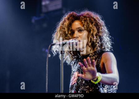Robin Hill Country Park, Isle Of Wight, UK. 10. September 2016. Izzy Bizu beim Bestival Robin Hill Country Park - Stockfoto