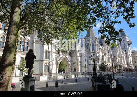 Die Königliche Gerichtshöfe vom Strand, London, Großbritannien - Stockfoto