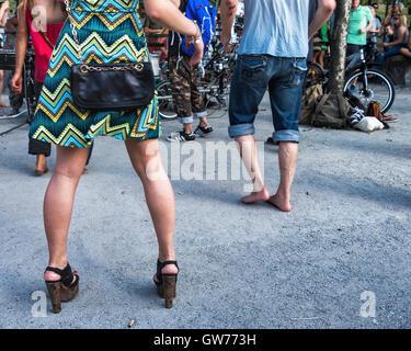 Berlin, Deutschland, 11. September 2016. Berliner und Besucher der Stadt entspannen Sie im Mauerpark und genießen - Stockfoto