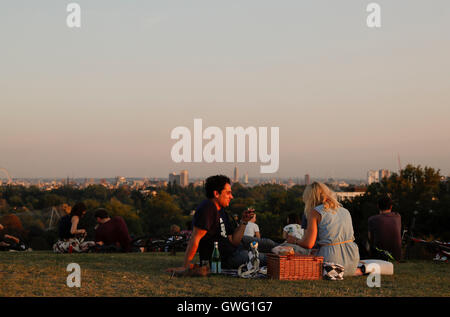 London, UK. 13. Sep, 2016. Zwei liebende Picknick in London, Großbritannien am 13. September 2016. Laut BBC News - Stockfoto