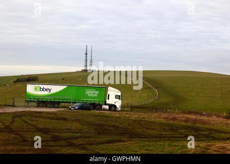 Abtei Logistics Group Lastwagen an firle Beacon begrenzt, South Downs National Park, East Sussex, England, Großbritannien - Stockfoto
