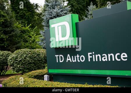 Ein Logo Zeichen außerhalb der Hauptsitz des TD Auto Finance in ...