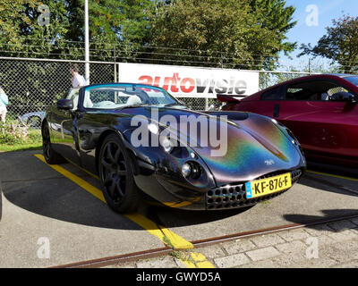 Amsterdam, Niederlande - 10. September 2016: Mehrfarbig TVR Tuscan 2001 auf dem Display während Autos & Kaffee XXL - Stockfoto