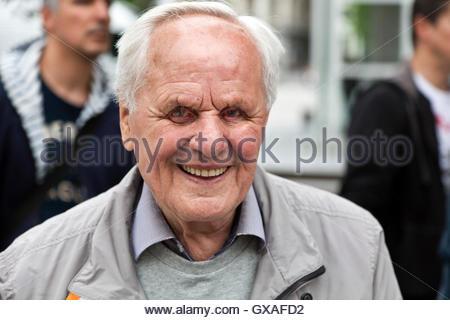 glücklich und lächelnd Porträt des älteren Menschen - Stockfoto