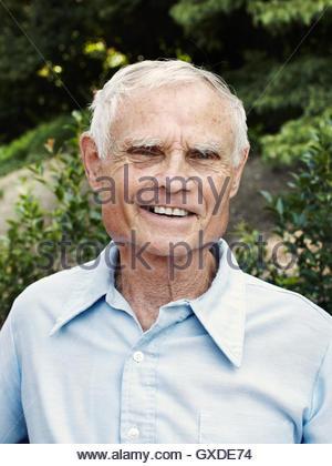 Porträt von senior glücklich im park - Stockfoto