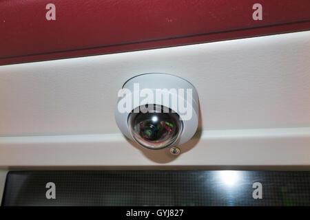 Überwachungskamera ausgestattet auf die neue Routemaster Doppeldecker-Bus in London Betrieben & hergestellt von - Stockfoto