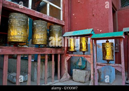 Buddhistischen Gebet Mühlen am Gandan oder Gandantegchinlen Kloster, Ulaanbaatar, Mongolei - Stockfoto