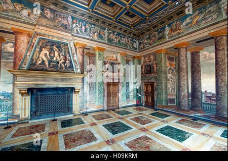 Verkürzung der Perspektive Halle, mit Fresken von Baldassare Peruzzi in der Villa Farnesina in Rom - Stockfoto