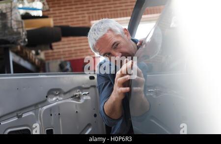 mechanische Prüfung Panel Auto Autowerkstatt - Stockfoto