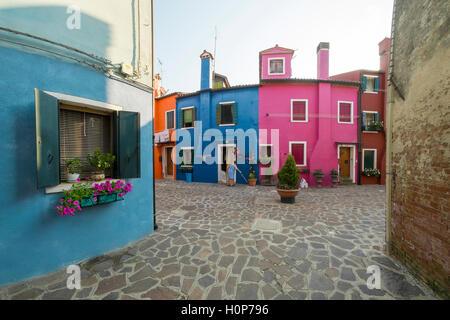 Bunte Häuser in der venezianischen Insel Burano - Stockfoto