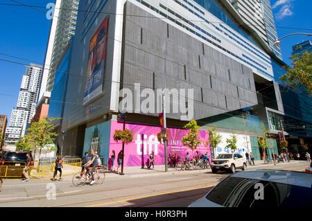 Blick rund um das Vergnügungsviertel in TIFF in Toronto, Kanada - Stockfoto