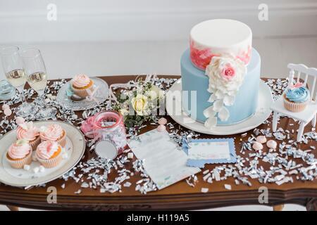 Schokoriegel mit Marshmallow und cupcakes - Stockfoto