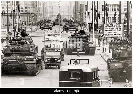Checkpoint Charlie (Checkpoint C) Grenzübergang zwischen Ost- und West-Berlin während der Berlinkrise 1961. Foto - Stockfoto