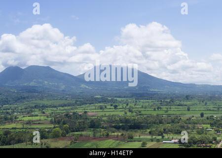 Alajuela, Costa Rica - 24.Mai: Die Landschaft der Costa Rica durch die Wolken bilden einen Inlandsflug, Costa Rica. - Stockfoto