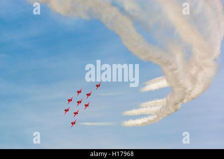 Die Red Arrows oder Kunstflugstaffel der Royal Air Force in Derbyshire für Anzeigen der Chatsworth Country Fair, - Stockfoto