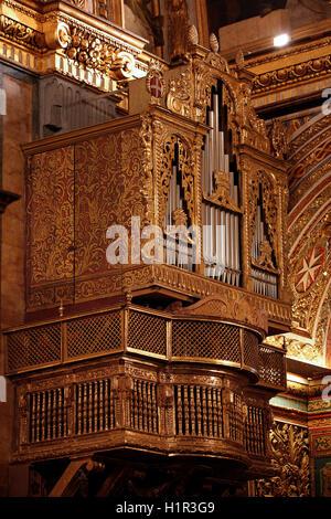 Die Leitung-Orgel aus dem 17. Jahrhundert Römisch-katholische St. John's Co-Cathedral St. Johannes der Täufer in - Stockfoto