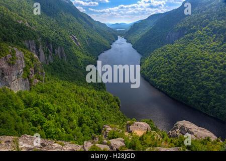 Einen herrlichen Blick auf den Untersee Ausable vom Indian Head Aussichtspunkt in der Region von hohen Gipfeln der - Stockfoto