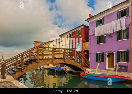 Brücke über den Kanal Burano Insel Venedig Italien - Stockfoto