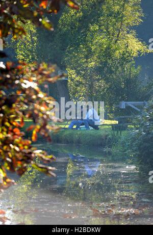 Angeln im Spätsommer, Barcombe Mills, East Sussex - Stockfoto