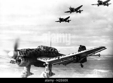 Die NS-Propaganda-Bild zeigt Kämpfer-Luft-Handwerk, Typ Junkers Ju 88, Betrieb an der Ostfront. Das Foto wurde im - Stockfoto