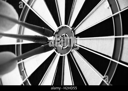 Dart Bullseye Ziel nahe Konzept des Erfolgs - Stockfoto