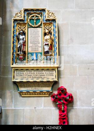 Kathedrale von Salisbury oder Kathedrale der Heiligen Jungfrau Maria - Wiltshire, England - Stockfoto