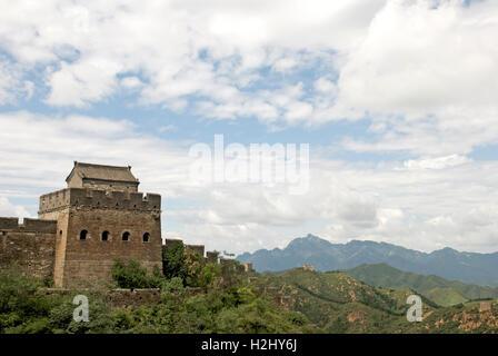 Ein Wachturm auf der chinesischen Mauer zwischen Jinshanling und Simatai. - Stockfoto
