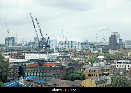 Blick durch Fenster über London von der Aussichtsplattform bei Jungs Krankenhaus Krebs Zentrum Southwark London - Stockfoto