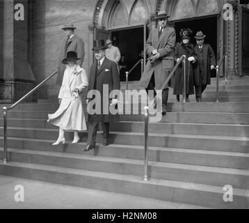 US-Präsident Calvin Coolidge und First Lady Grace Coolidge verlassen Erntedankfest Kirche, Washington DC, USA, National - Stockfoto
