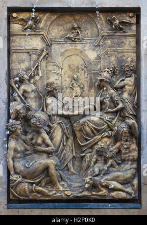 Beziehung zwischen Rom und Augusta Vinelicorum (Augsburg). Vergoldete Bronzerelief des niederländischen Manierismus - Stockfoto