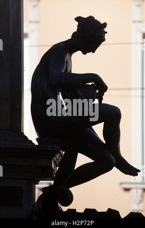 Naiad gießt Wasser über ihre Beine. Bronzestatue des niederländischen Manierismus Bildhauers Adriaen de Vries auf - Stockfoto