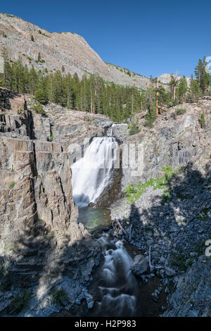 Wasserfall in den Bergen der Sierra Nevada, Kalifornien, Vereinigte Staaten von Amerika, Nordamerika - Stockfoto