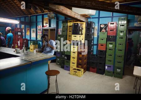 Barbados Oistins Pub bar trinken einheimische Küstenstadt Kirchengemeinde Christuskirche Fischen Dorf Touristen - Stockfoto
