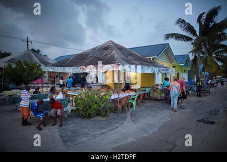 Barbados Oistins Chefkoch Koch Kochen Küstenstadt Kirchengemeinde Christuskirche Fischerdorf, die Freitag Nacht - Stockfoto