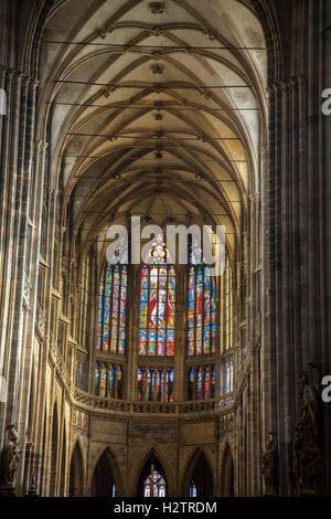 Innenraum der St. Vitus Cathedral in Prag Schlosspark. - Stockfoto